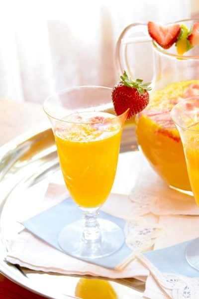 These Easy Mango Mimosas are sure to please and pamper mom this Mother's Day. Brunch from scratch has never been so tasty and relaxing! | vintagekitty.com