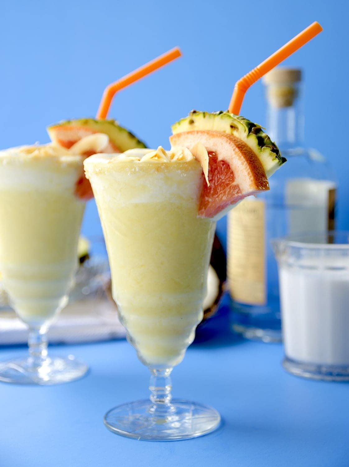 Summer is not over yet, so whip up one of these rich, creamy Piña Coladas from scratch and cool down in style! | vintagekitty.com