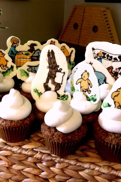 Winnie the Pooh would love this honey inspired baby shower dessert buffet, complete with vintage illustrations in chocolate!   vintagekitty.com