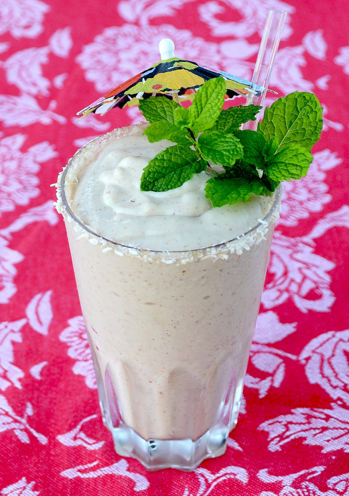 This Creamy Vegan Pawpaw Smoothie recipe is rich, tropical and features a rare fruit that is native to North American and once a popular treat served by American presidents. | vintagekitty.com