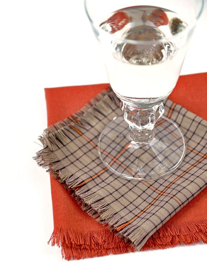 These easy to make Fringed Napkins will save you money while dressing up your dinner table! No sewing required and just in time for the holiday season! | vintagekitty.com