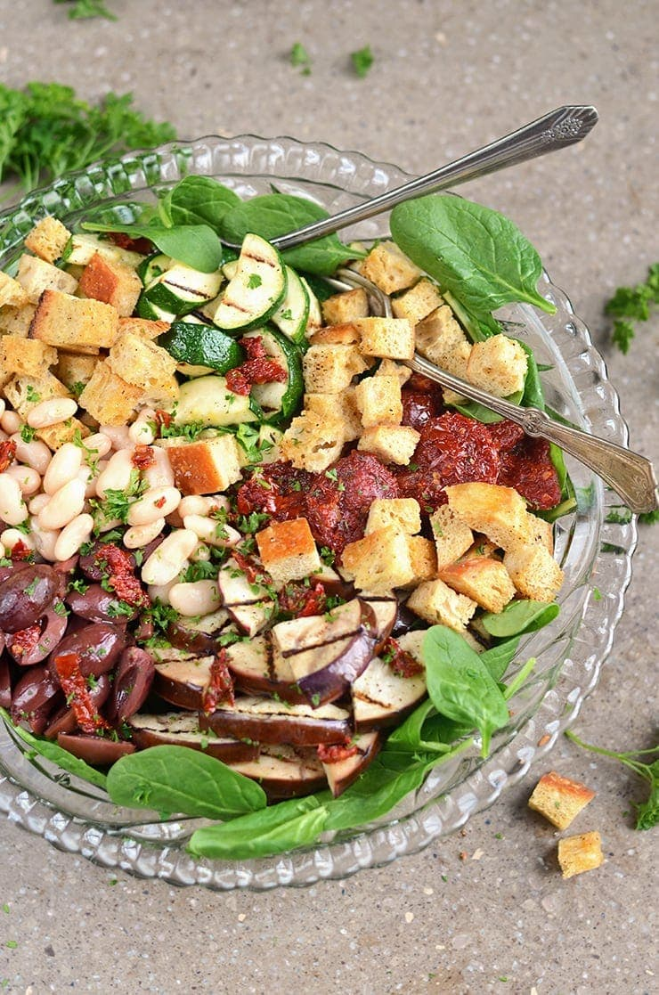Italian Salad Web - Italian Power Salad with White Beans,</br> Sun-dried Tomatoes and Creamy Italian Salad Dressing