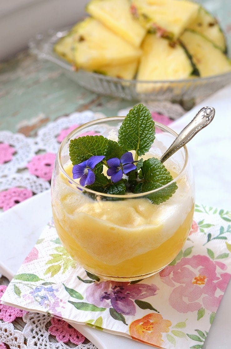 Prosecco Pineapple Float Web - Prosecco Pineapple Sorbet Floats
