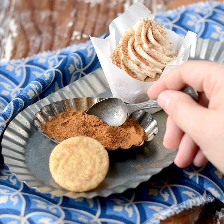 Cinnamon Tin Web Square - Snickerdoodle Cupcakes</br> + Happy Birthday to Vintage Kitty!