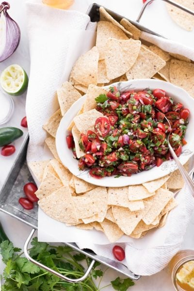 pico de gallo on tray with chips