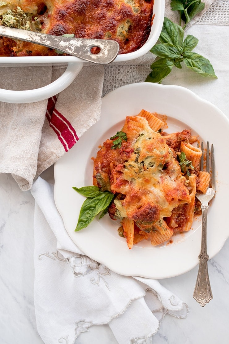 This baked rigatoni layered with herbed ricotta and meaty marinara sauce is a dinner casserole worthy of sharing! #bakedrigatoni #rigatonibake #pasta #myvintagerecipe #casserole #italianfood