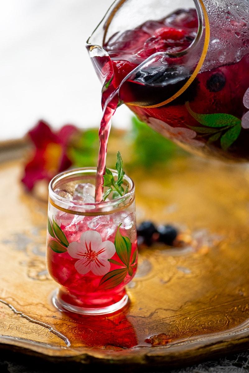 Berry Iced Tea 8143 800px - The Best Homemade Berry Iced Tea