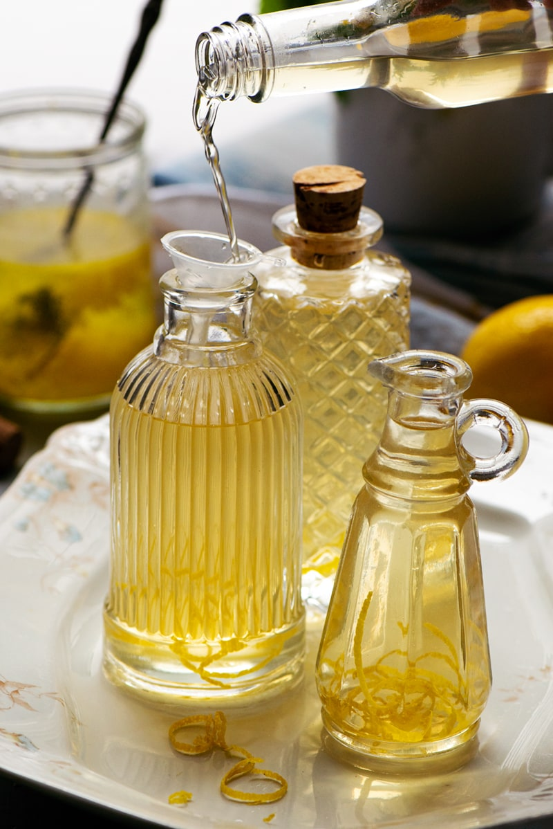 Lemon Vinegar 8964 800px - Homemade Lemon Vinegar