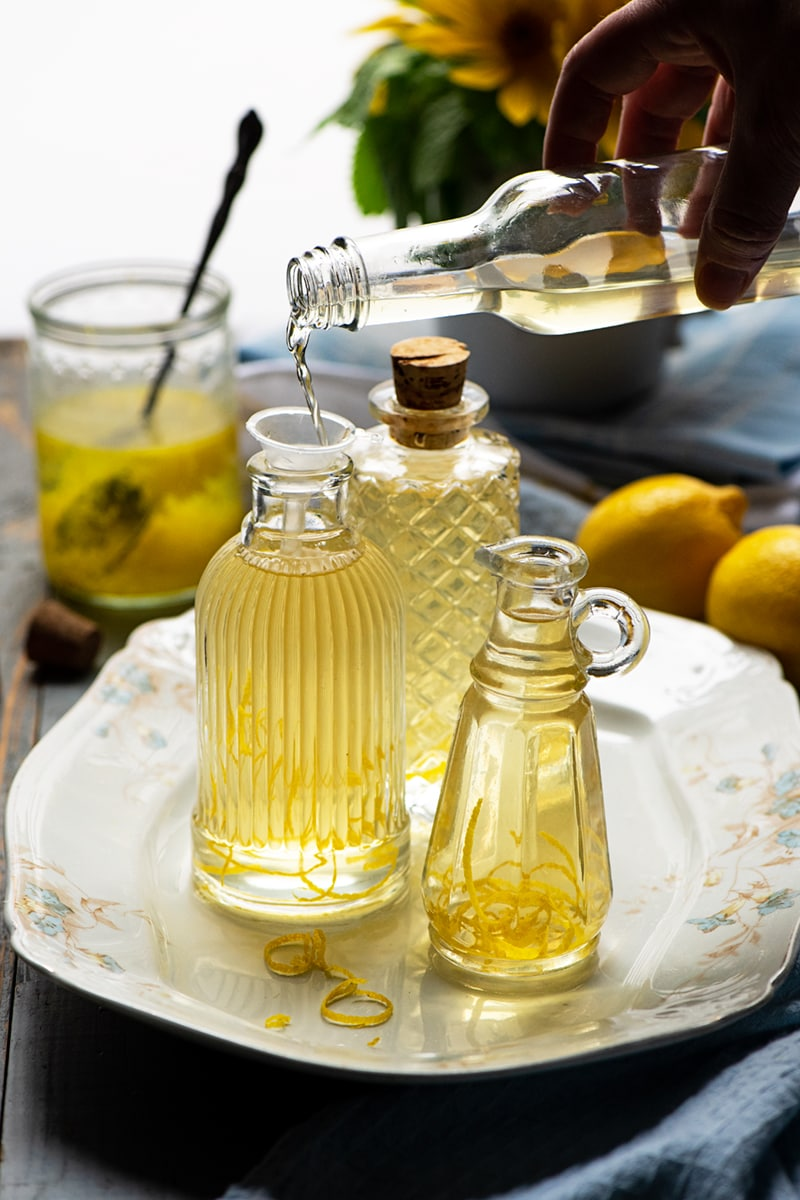 Lemon Vinegar 8967 2 800 px - Homemade Lemon Vinegar